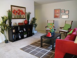 The spacious apartments and townhomes of Laurel Pointe Apartments